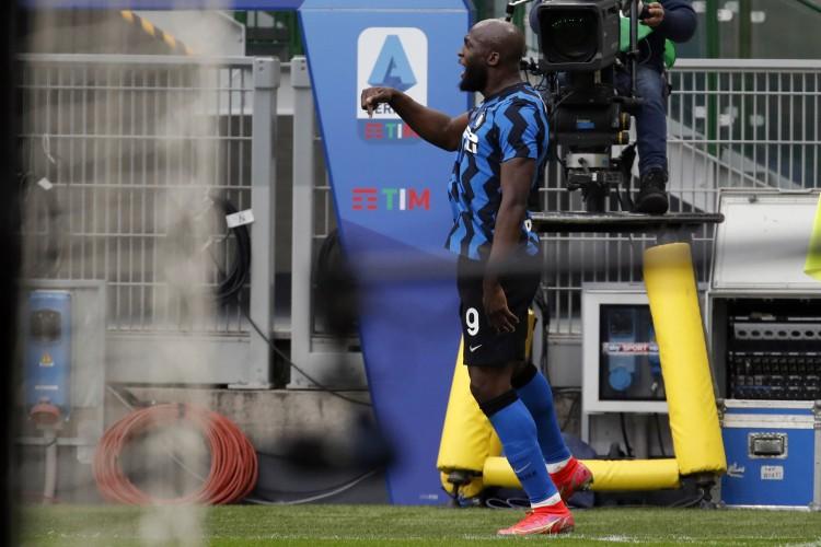 卢卡库回应球迷调侃:请记住,国际米兰才是意大利的冠军