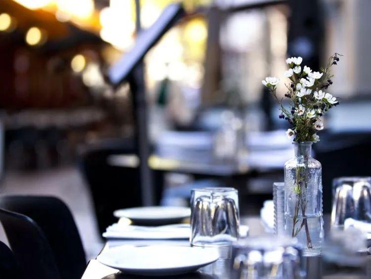 迪拜在斋月禁食时间内禁止户外餐饮和水烟服务